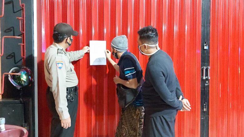Sosialisasi PPKM, Polsek Banjarnegara Pasang Surat Edaran