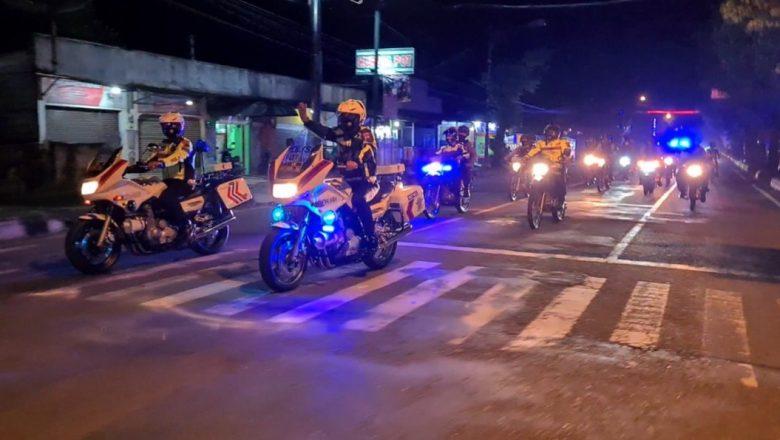 Pastikan Tak Ada Kerumunan, Polres Banjarnegara Gelar Patroli Skala Besar Sekaligus Bagi Masker