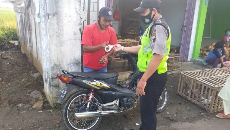Polres Banjarnegara Sosialisasi Prokes dan Bagi Masker Cegah Penyebaran Covid-19
