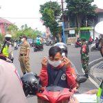 Tekan Laju Penyebaran Covid-19, Polres Banjarnegara Bagi Masker Gratis